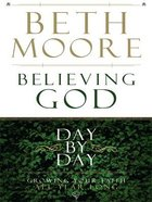 Believing God Day By Day (Large Print)