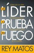 Lider a Prueba De Fuego, Un: Como Ser Un Lider De Trascendencia Y Exito Hasta El Final De La Carrera (A Fireproof Leader) Paperback